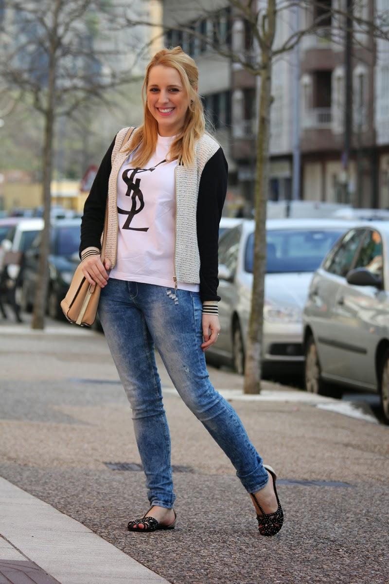 outfit_primavera-camiseta_ysl-jeans_desgastados