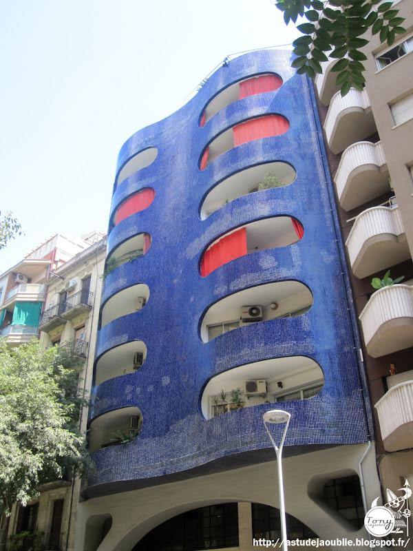 Barcelone - Immeuble bleu  Architecte: Mario Catalán Nebot  Construction: 1975     Edificio de oficinas - Arquitecto: Mario Catalán Nebot - Dirección: Sant Antoni Maria Claret, 112 Ciudad: Barcelona (Barcelona - Catalunya) España