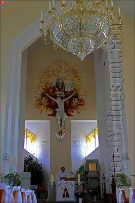 Внутри Троицкого костела