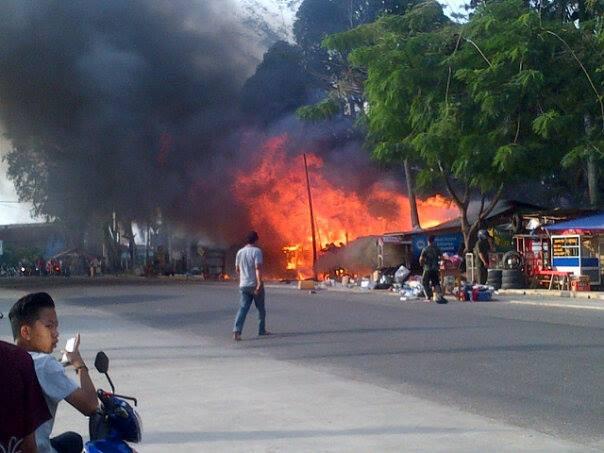 Puluhan Kios dan Rumah Didepan Kampus IAIN Telanai Hangus Terbakar