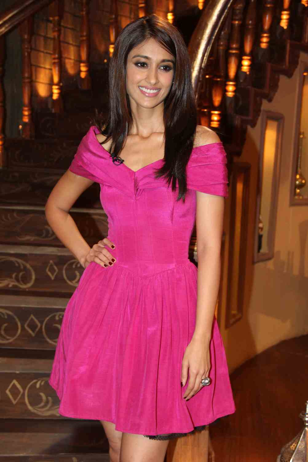 Illeana glamorous photos in pink gown