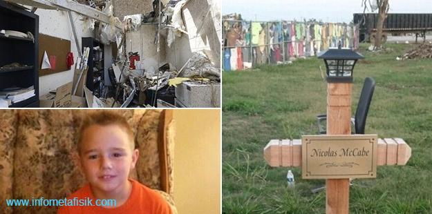 Arwah Anak Korban Bencana, Muncul di Foto Keluarga