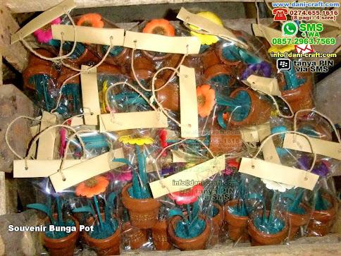 Souvenir Bunga Pot Clay Lontar Batam
