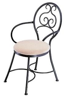 ilginç metal işlemeli sandalye