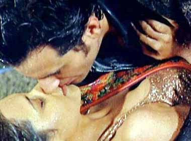 Deepika Padukone Kissing Photos