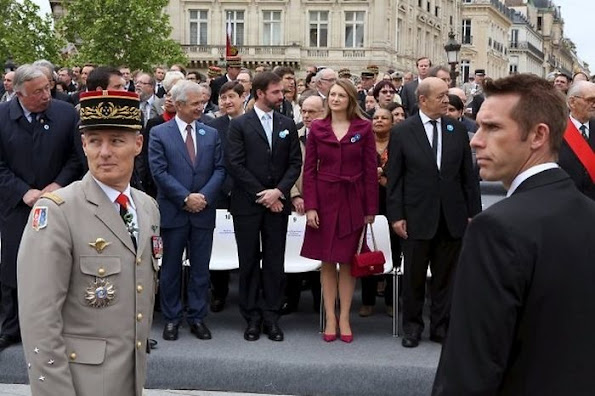 French President Francois Hollande shakes hand with Grand Duchess Stephanie of Luxemburg as Grand Duke Guillaume ooks on during a ceremony at the Arc de Triomphe in Paris