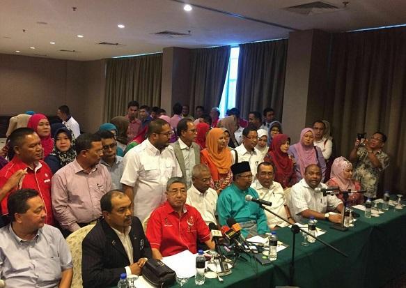 Umno Kedah isytihar hilang kepercayaan terhadap Mukhriz