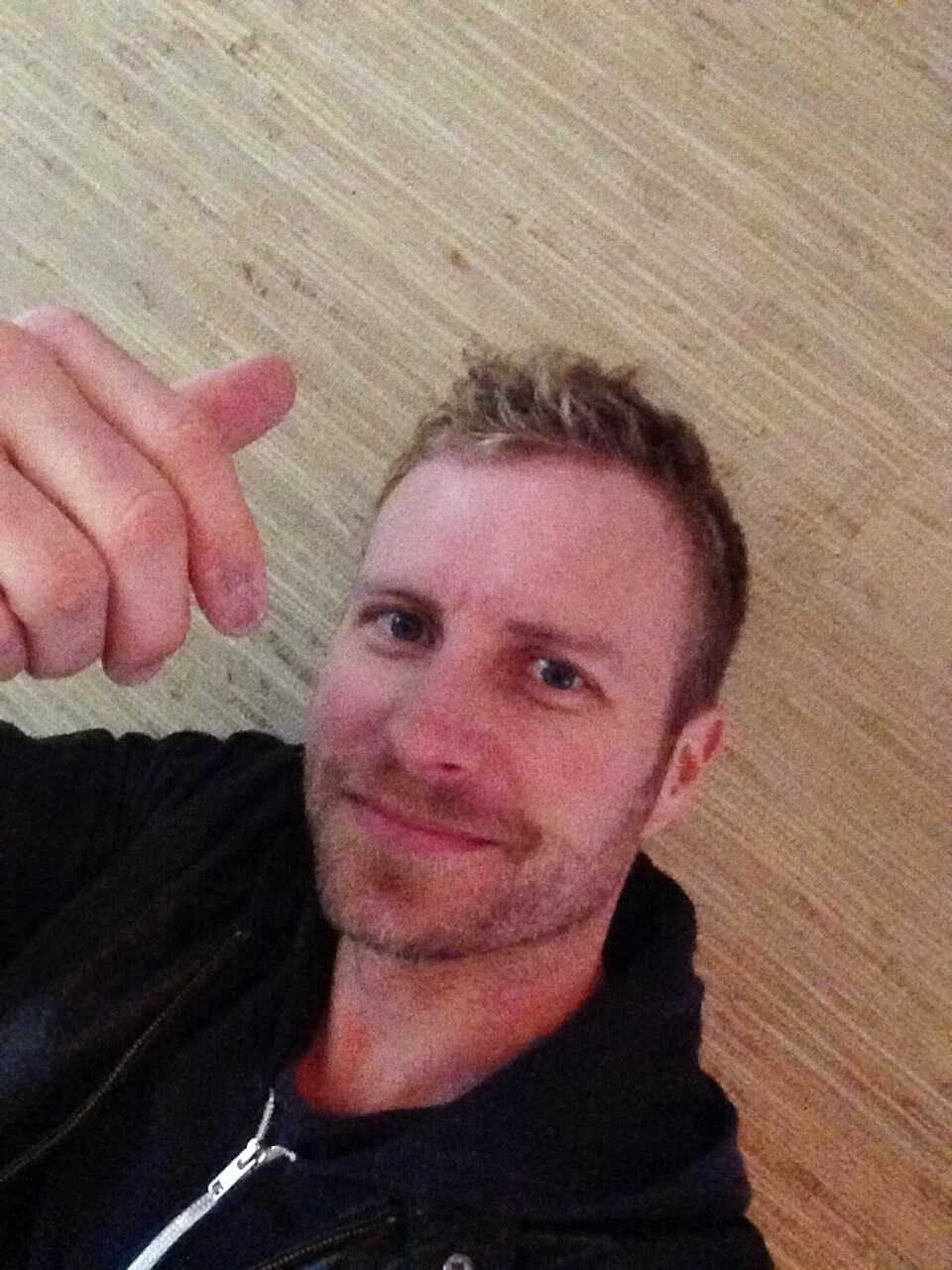 dierks bentley uniquely clues in fans via cmt 39 s twitter to announce. Cars Review. Best American Auto & Cars Review