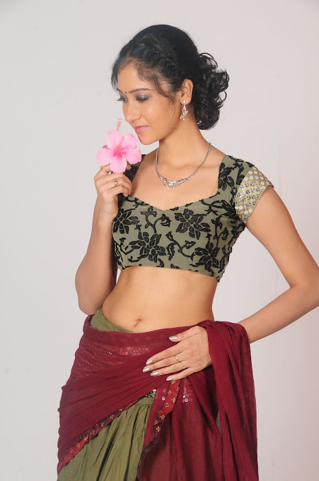 sindhu affan without saree in spicy shoot unseen pics
