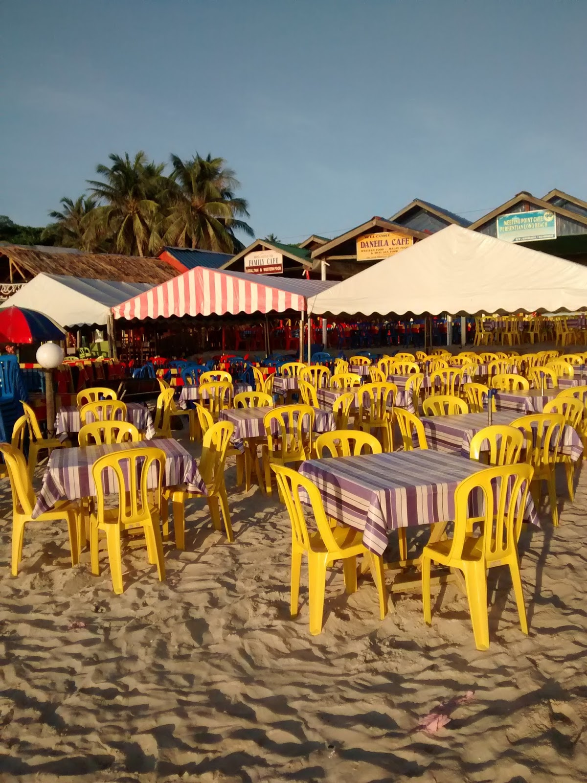 Jiaaqieats by jia qi guide to perhentian kecil there are quite a number of restaurants located along the stretch of long beach but i wouldnt say youll be spoiled with choices the food choices m4hsunfo
