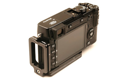 Hejnar PHOTO FX-E1 L Bracket on Fuji X-E2 side view