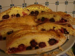 torta di sfoglia, pasta maddalena e frutti rossi