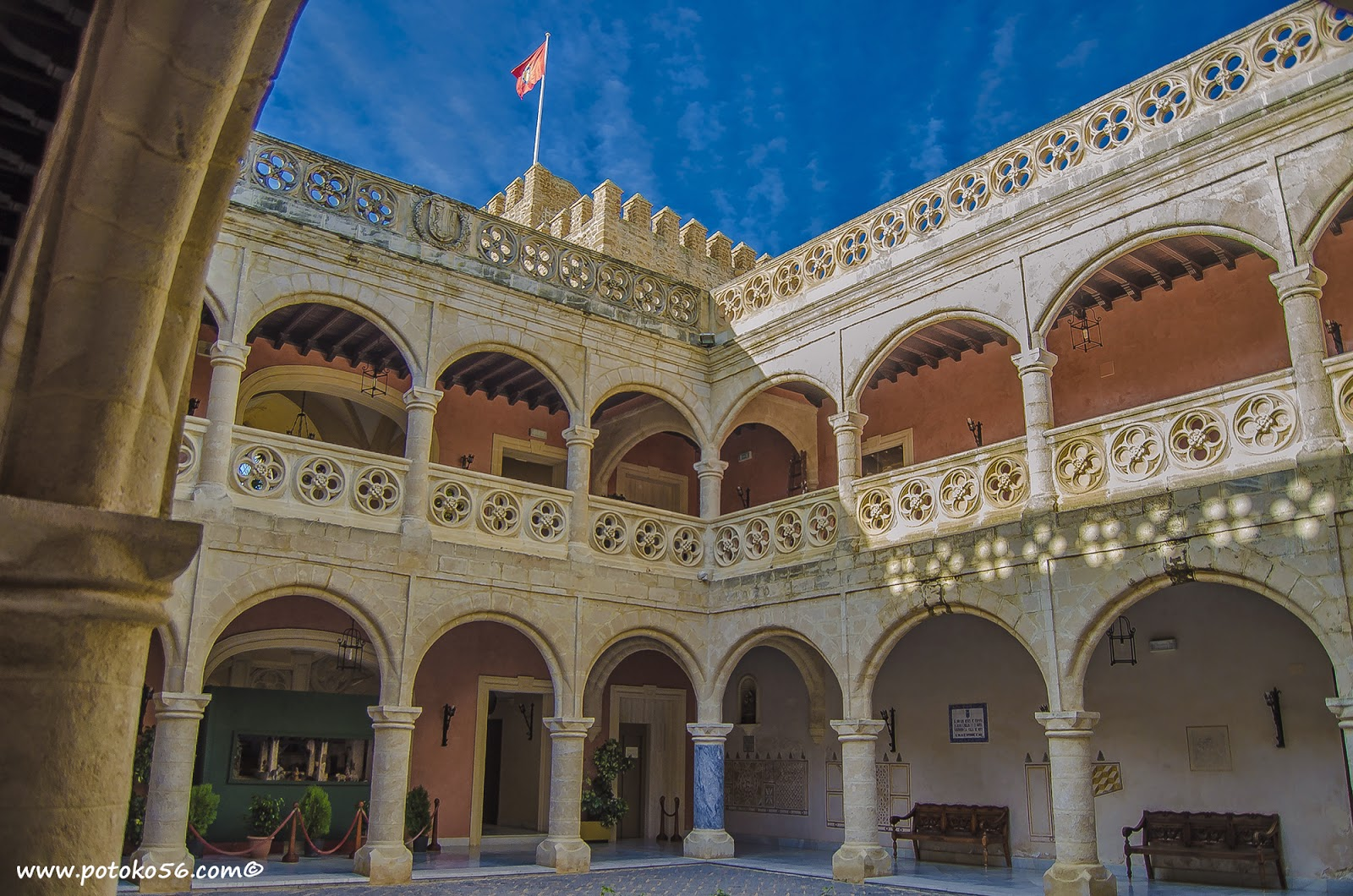 Castillo de Luna patio central Rota
