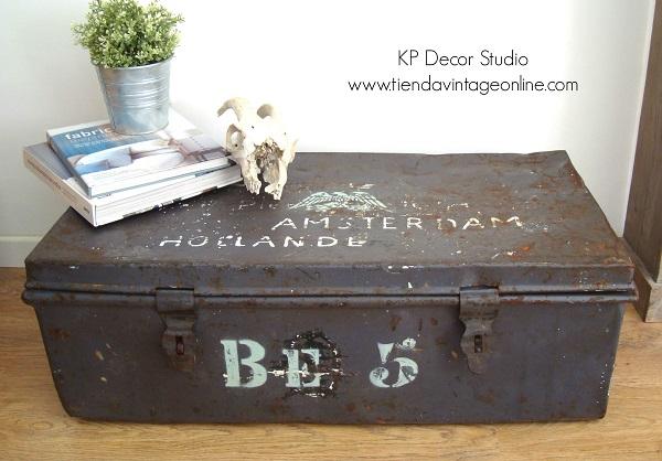 Comprar baúl vintage antiguo estilo industrial. Muebles vintage en valencia