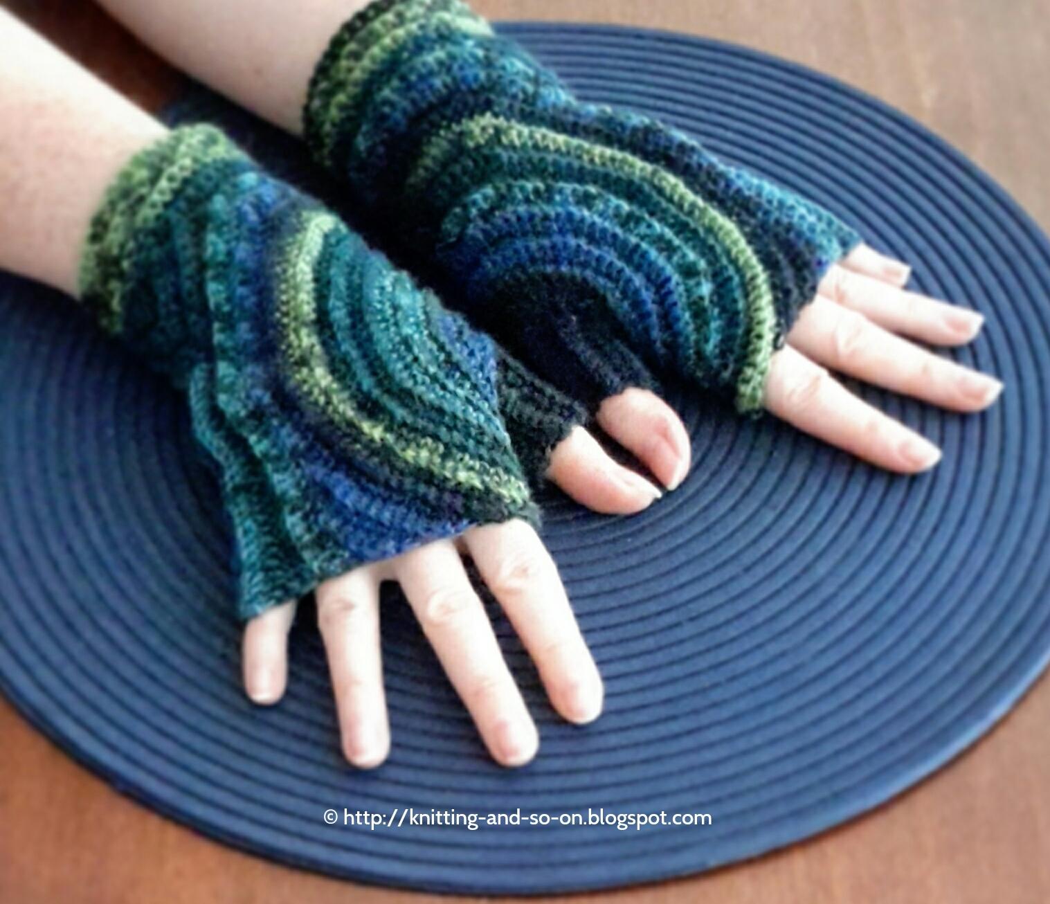 Knitting Patterns For Mittens And Gloves : Knitting and so on: Kreisel Fingerless Gloves