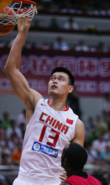 Yao Ming Dunk Without Jumping NBA Players in FIBA : ...