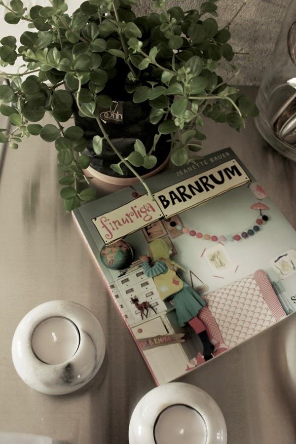 styleroom, finurliga barnrum, inspiration, bok, inreda barnrum, ljusstakar marmor, marmor hållare för värmeljus, blomma, svart kruka ohh living, rostfritt, serveringsvagn