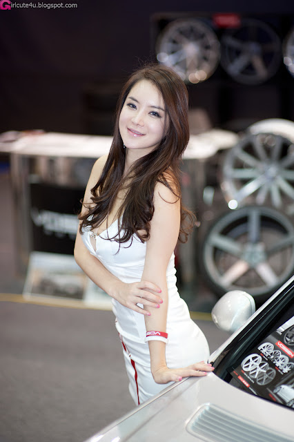 4 Im Ji Hye - Seoul Auto Salon 2012-Very cute asian girl - girlcute4u.blogspot.com
