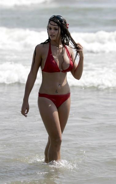 DamnTopics: Amy Adams in red hot bikini: damn-topics.blogspot.com/2011/09/amy-adams-in-red-hot-bikini_10.html