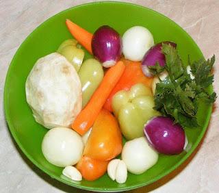 preparare legume, legume proaspete pentru gatit, legume pentru mancare, legume proaspete si sanatoase pentru tocanita de vinete de post, retete culinare, retete cu legume, preparate din legume,
