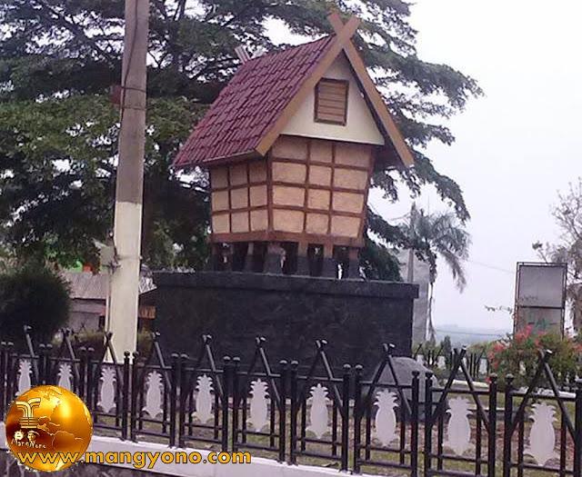 Tugu Leuit / Lumbung Padi Kabupaten subang.