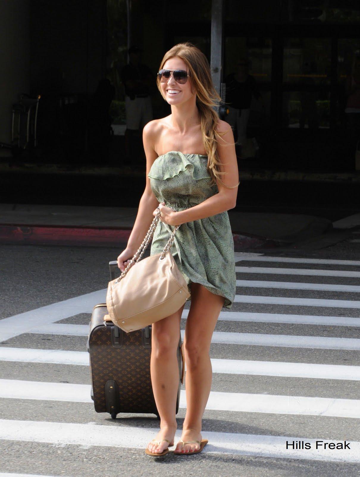 http://3.bp.blogspot.com/-kHgQ4FkSUSE/UBZeaFSUhjI/AAAAAAAABA4/_JWygYxkHSc/s1600/audrinapatridge-airport-6.jpg