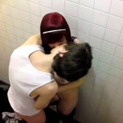 Flagra de Sexo No Banheiro do Shopping Vazou na Net - SP - http://www.videosdeflagrasamadores.com