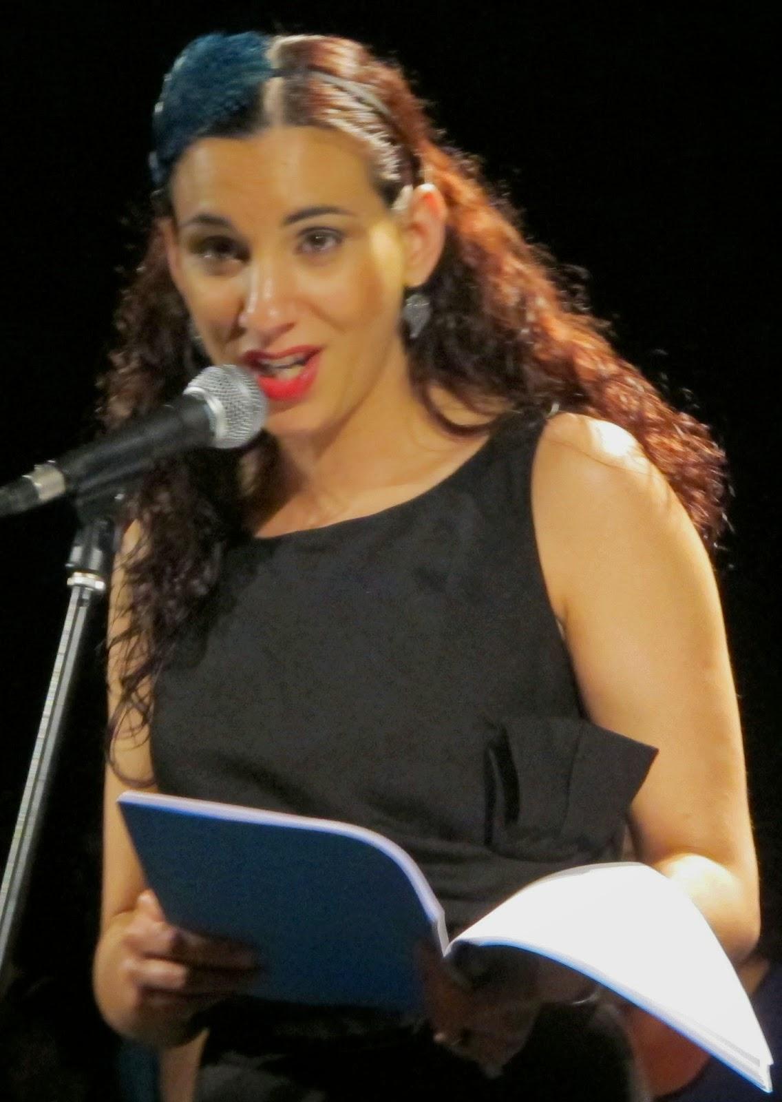 professora de canto e técnica vocal, diseur, locutora