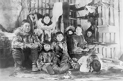 Misterios - Página 31 Inuitfamily_sm