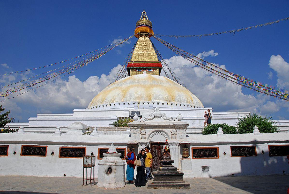 http://3.bp.blogspot.com/-kHt1UKb64jU/T9_6FRdFDeI/AAAAAAAAD-c/bbpPhoel-RQ/s1600/Budhanath_stupa_kathmandu+(3).jpg