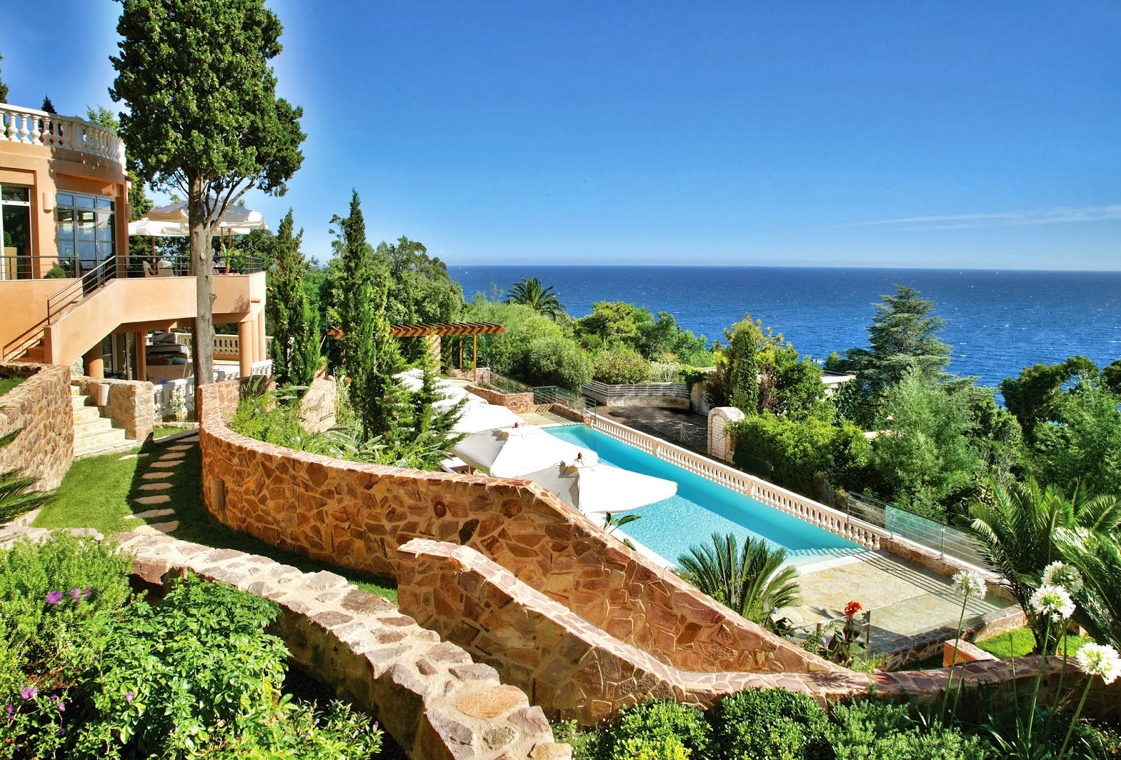 Passion for luxury tiara yaktsa th oule sur mer for Les plus belles villa