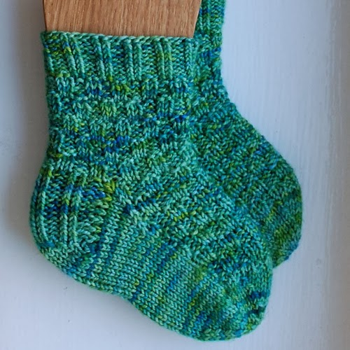 Heidi bears tarsi is a textured sock knit cuff down with a heel flap and a rounded heel fandeluxe Gallery