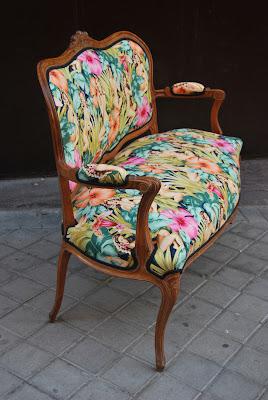 La tapicera sofa luis xv tapizado con tela de pin ups - Muebles el tresillo ...