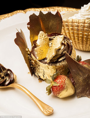 Kek cawan termahal di dunia mengandungi 23 karat emas berharga RM3,225.