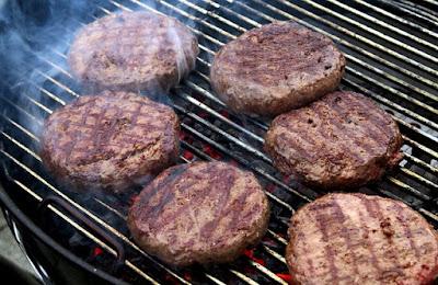 Daging burger yang dibakar adalah lebih sihat daripada yang digoreng dengan minyak atau mentega