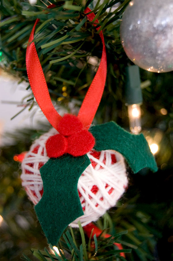 how to make christmas ornaments out of yarn