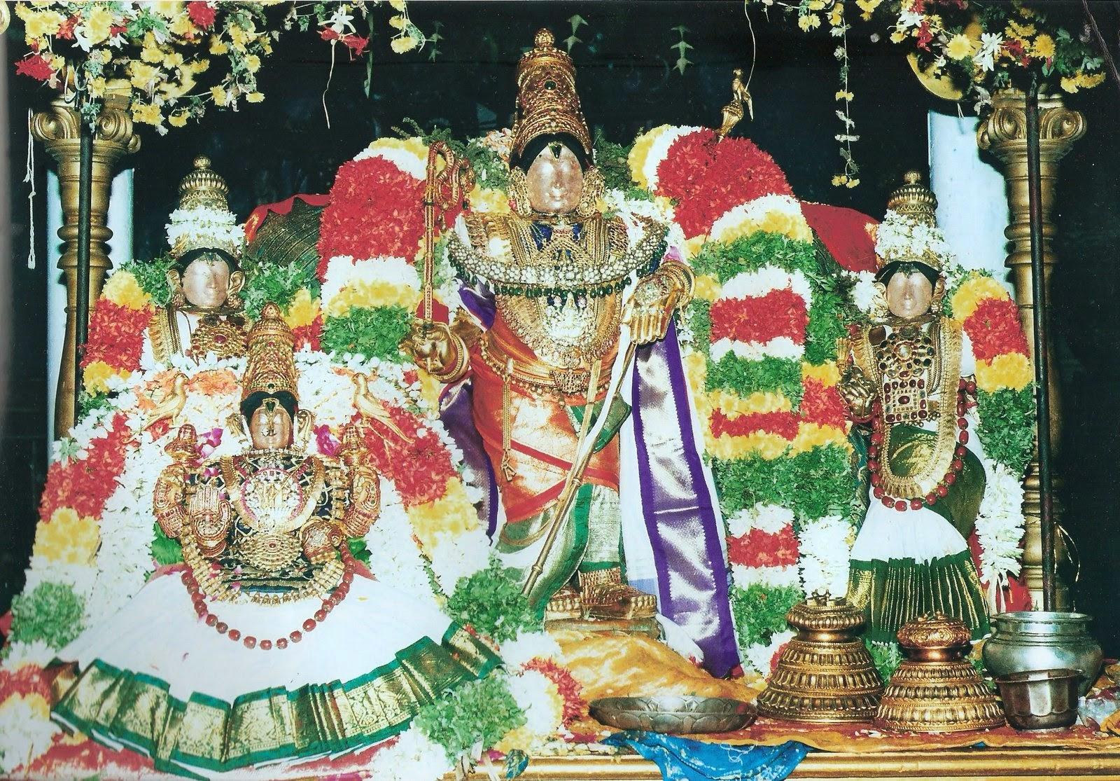Raja Gopalaswamy statue Raja Gopal Temple, Mannargudi