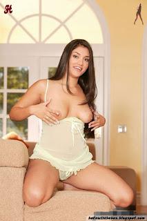 Beautiful Leah Jaye aka Joshi striping to show boobs and pussy indianudesi.com