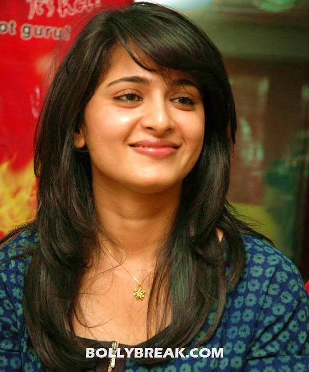 Anushka close up - (9) - Anushka photos in various outfits