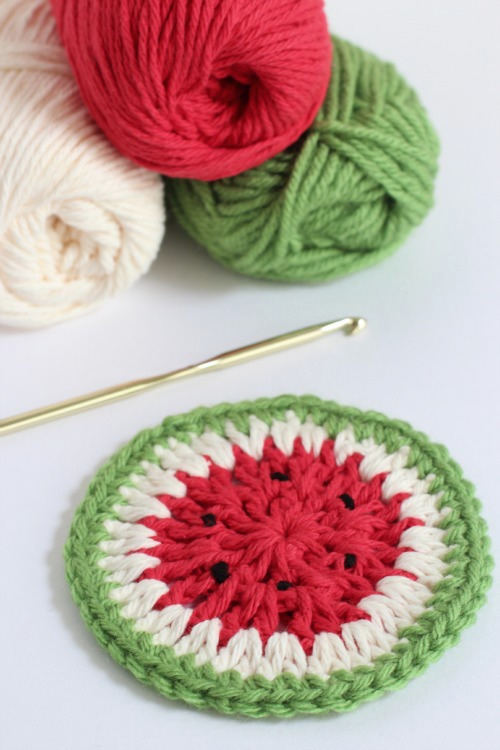 Crochet watermelon coasters, photo by Makes and Takes | Happy in Red