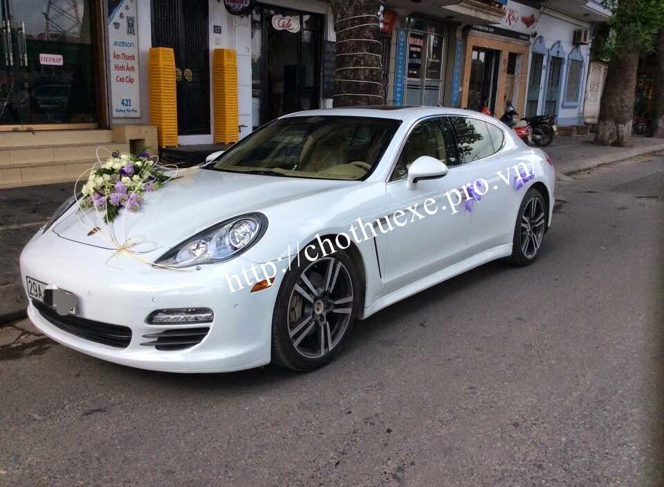 Cho thuê xe cưới Porsche Cayenne màu trắng