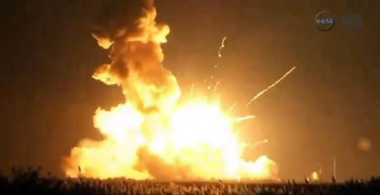 Μια θεαματική έκρηξη σηματοδότησε την πρώτη αποτυχία του εμπορικού προγράμματος πυραύλων της ΝΑΣΑ.