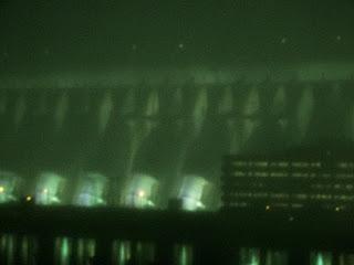 Iluminação Noturna da Barragem da Usina Hidrelétrica de Itaipu.