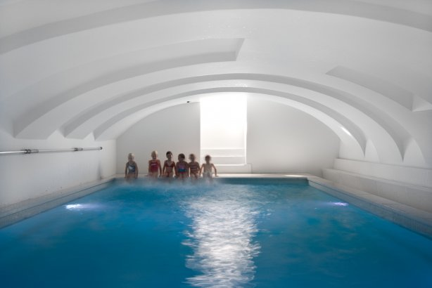Best swimming pools spas designs indoor pool hotel for Design hotel maastricht
