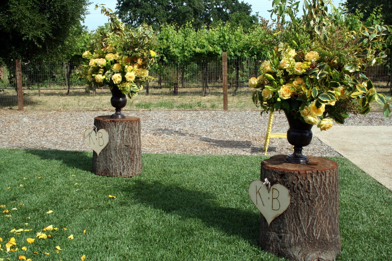 Vintage Backyard Decor : They went with a rustic, vintage feel and focused on the initials of