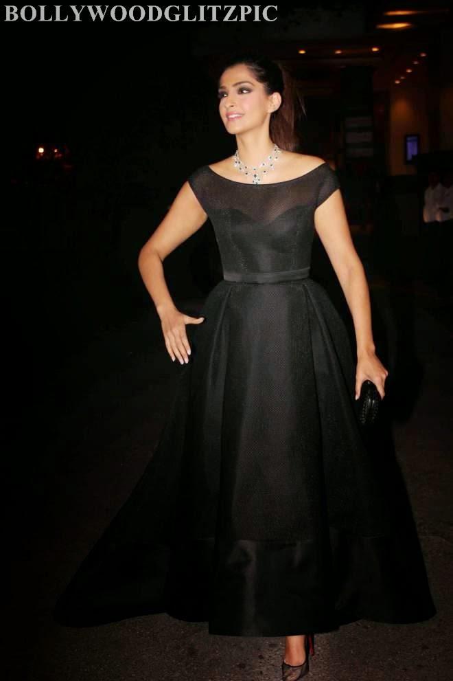 Sonam Kapoor Looks Spicy Hot Black Gown Dress Photos