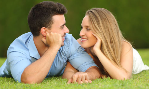 4 Tips for Making Her More Romantic,man woman love each other holding hands