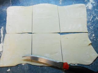 Корзиночки из слоёного дрожжевого теста с клюквой и грецкими орехами