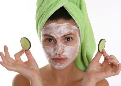La máscara para la persona de las levadura y el limón las revocaciones