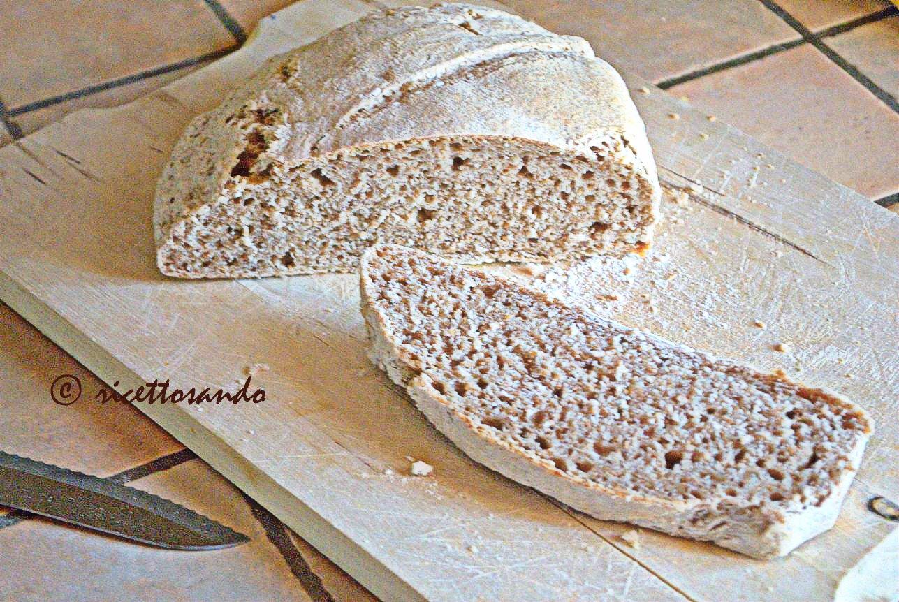 Pane integrale di grano tenero con lievito madre